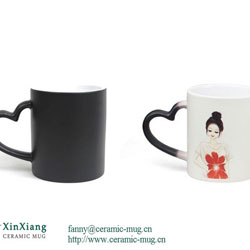Black Heart-shaped Color Changing Ceramic mugs